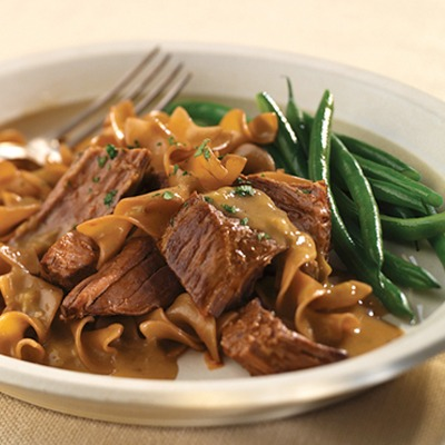 Pot roast stroganoff with green beans on a plate