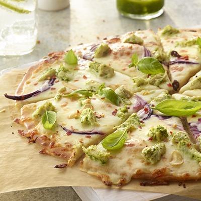 Shredded chicken pesto pizza on a tray