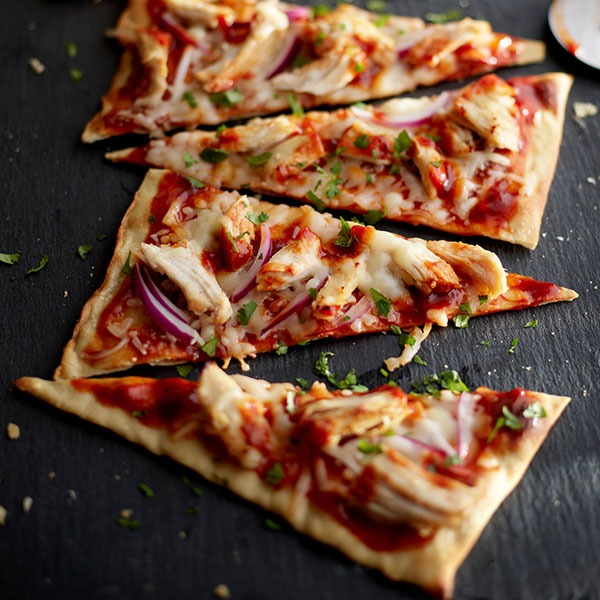 Pulled chicken barbeque flatbread